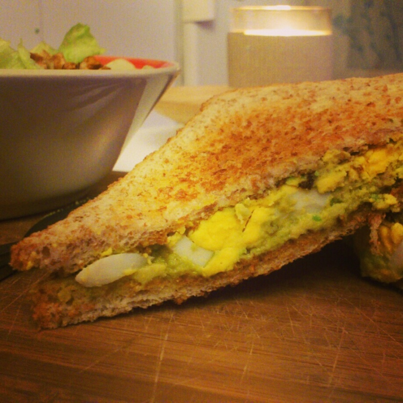 Sandwich avocat-oeuf