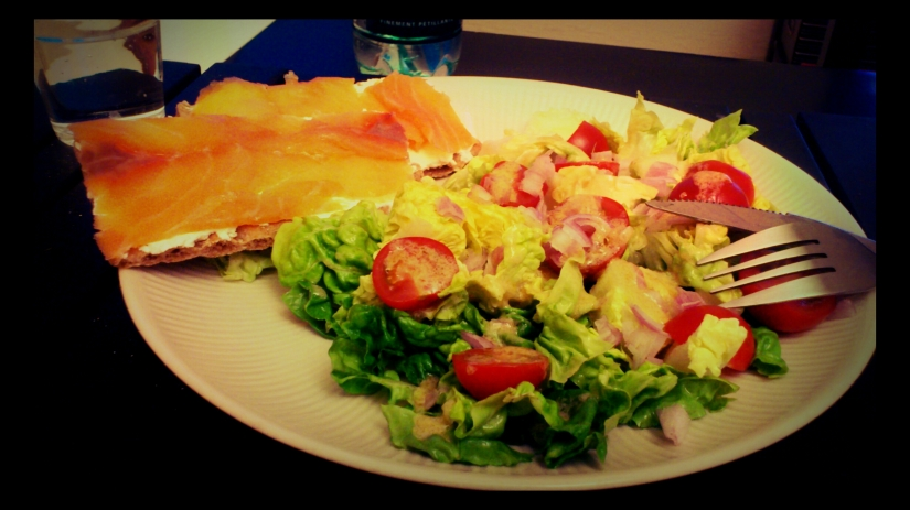 Wasa, saumon, fromage, salade, tomates cerises