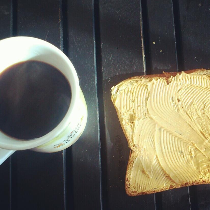 Café noir, tartine chouette