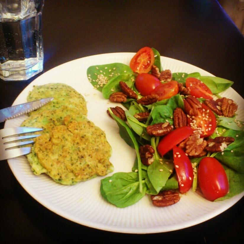 Galettes de brocolis, et salade (ben oui)